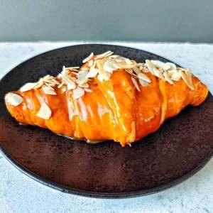 Drivu Caramel Almond Flakes Croissant