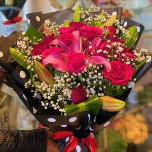 Drivu 17 Hand Rose Bouquets