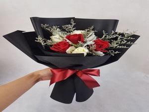 Drivu 5 Hand Rose Bouquets