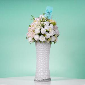 Drivu White Vase with Flowers