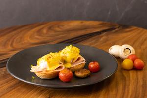 Drivu Turkey Eggs Benedict