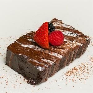 Drivu La Grove Brownie With Berries