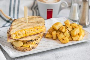 Drivu Grilled Mac & Cheese Sandwich