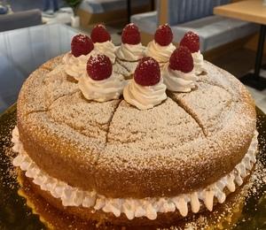 Drivu Victoria Cake