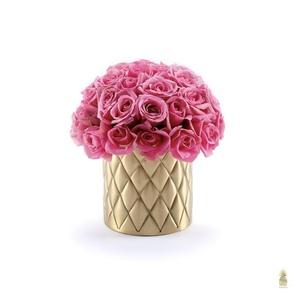 Drivu Baby Roses in Pine Vase