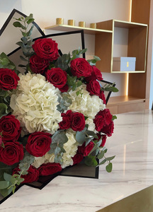 Drivu Red Roses Bouquet with Hydrangeas