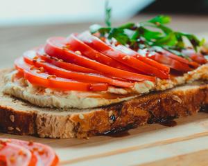 Drivu Toamato Hummus Toast